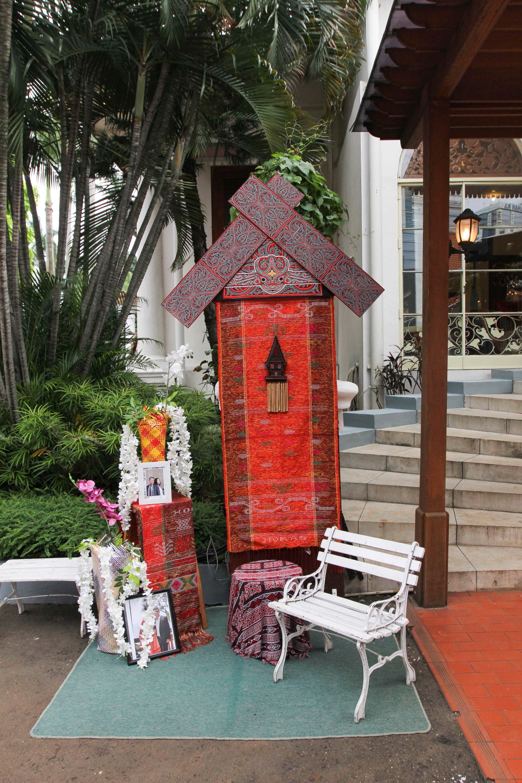 Corner Booth Adat Batak