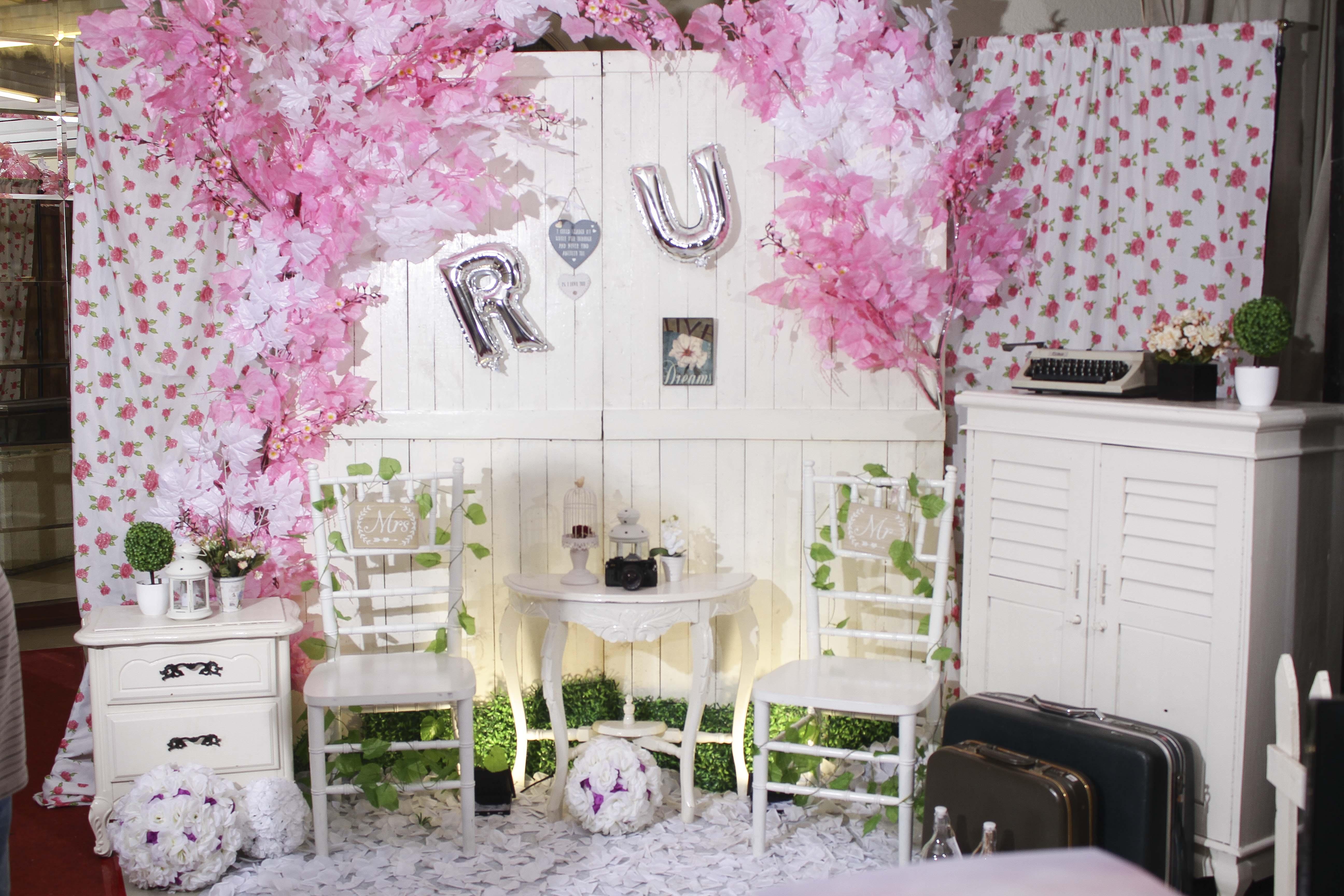 Modern white Pink Sakura Flower Dekor CMYK